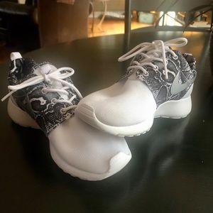 Nike Roshe Snakeskin Metallic Silver Sneakers